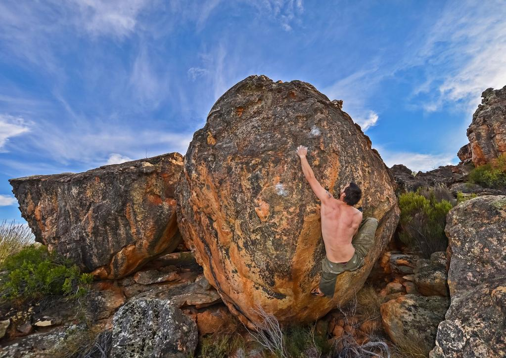 A GUIDE TO BOULDERING ON KAGGA KAMMA {By Nicholas van Zyl} CONTENTS History of bouldering on Kagga Kamma Disclaimer Directions Ethics and Rules Geology Shopping and Supplies