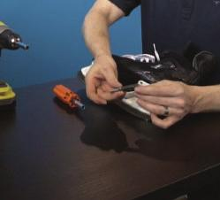 4 Align the bolt of the new blade up with the