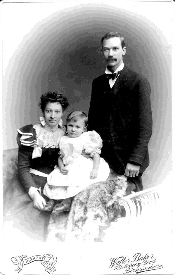 By 1901, Harriet and Harry had two children, Leslie Edwin born on 27 th March, 1897 ii and Harold Henry William born in