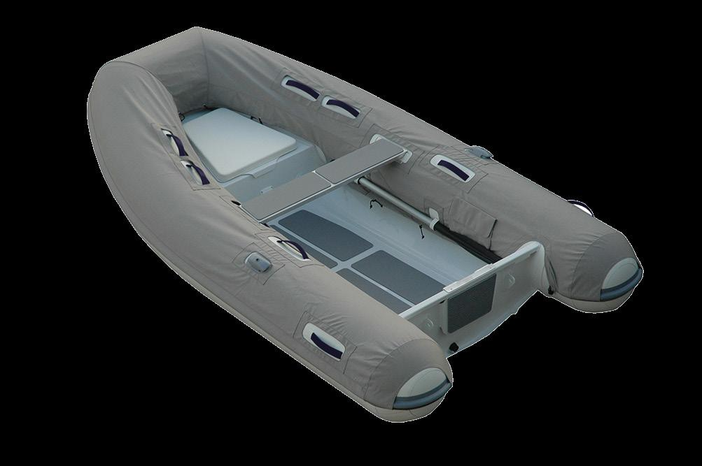 This minimizes spray and maintains stability for the comfort and safety of passengers. Its durable aluminum hull resists abrasions for worry-free trips through shallow coves or to a quiet beach.