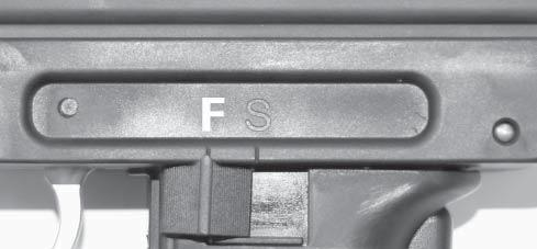 FIRE POSITION - push the safety lever so it is pointing to the marking F (fig. 2). fi g.
