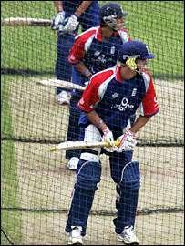 Travellers Sports Cricket Coaching Manual - Page 6 of 11 Batting Technique The Back-Foot Drive The back foot is played to punish a ball which bounces short of a good length, usually just outside the