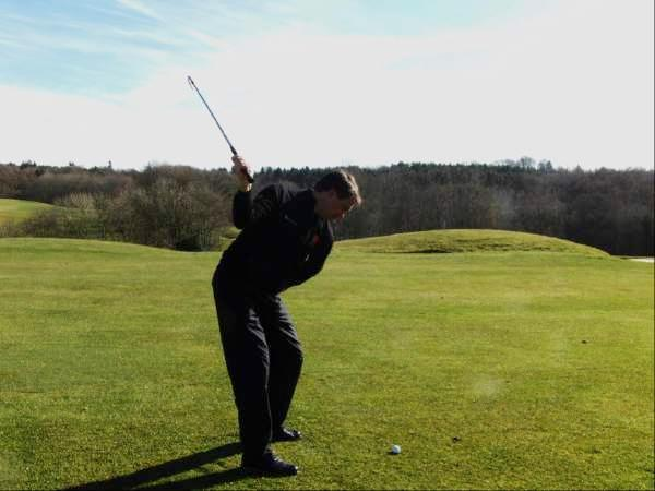 6. Let the Club Swing Freely I have got a cracking drill that will get you swinging the club easily and effortlessly on a great swing shape around your body on a great plane resulting in a good swing