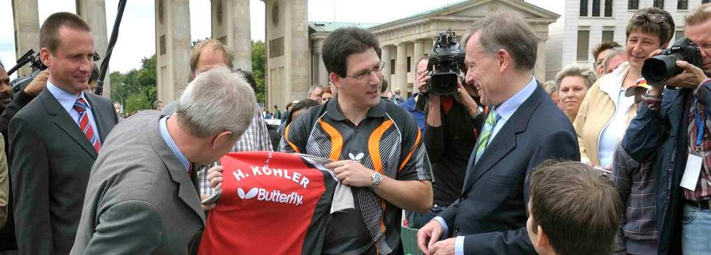 09/2009 Holger Nikelis (31) challenged the German President Horst Koehler in Berlin A match against the first man of the nation in front of a historic background: wheelchair table tennis player
