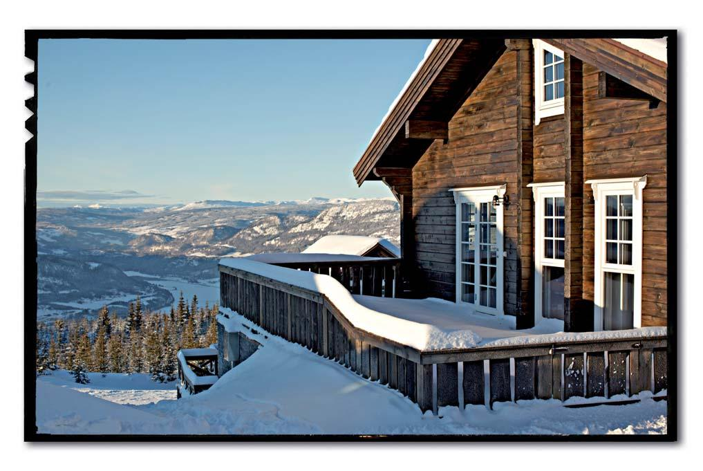 WELCOME TO MOSETERTOPPEN PANORAMA With Hafjell s best location overlooking Gudbrandsdalen and with a majestic view towards Skeikampen, you will find Moseter Panorama, which consists of 4 large luxury