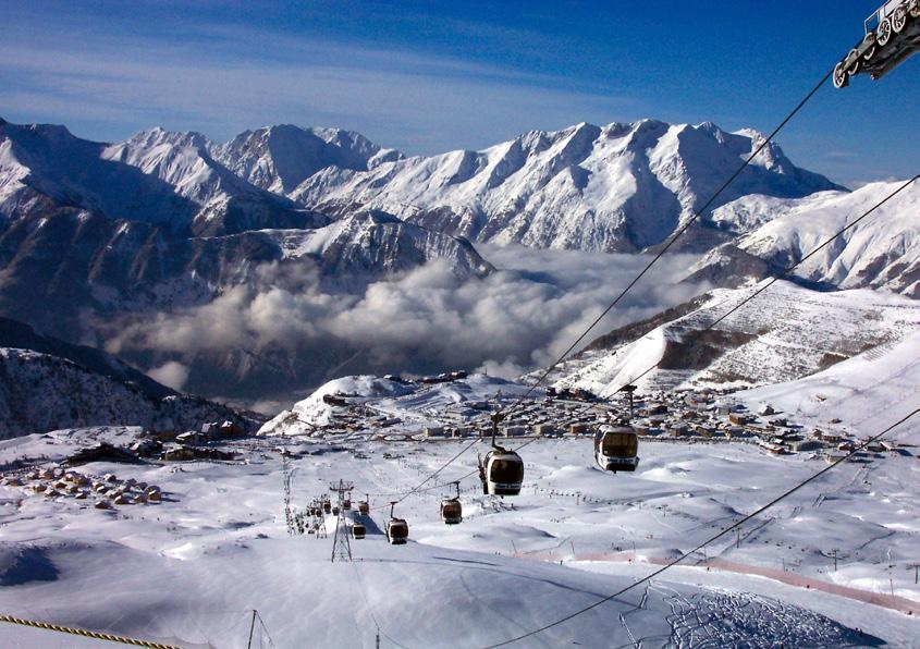 Alpe D Huez, France Essential Facts 250km of pistes up to 3330m Lift pass also gives a few