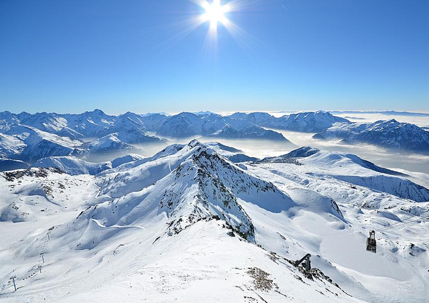 Resort Information There are few single resorts to rival Alpe-d Huez for extent and variety of terrain.