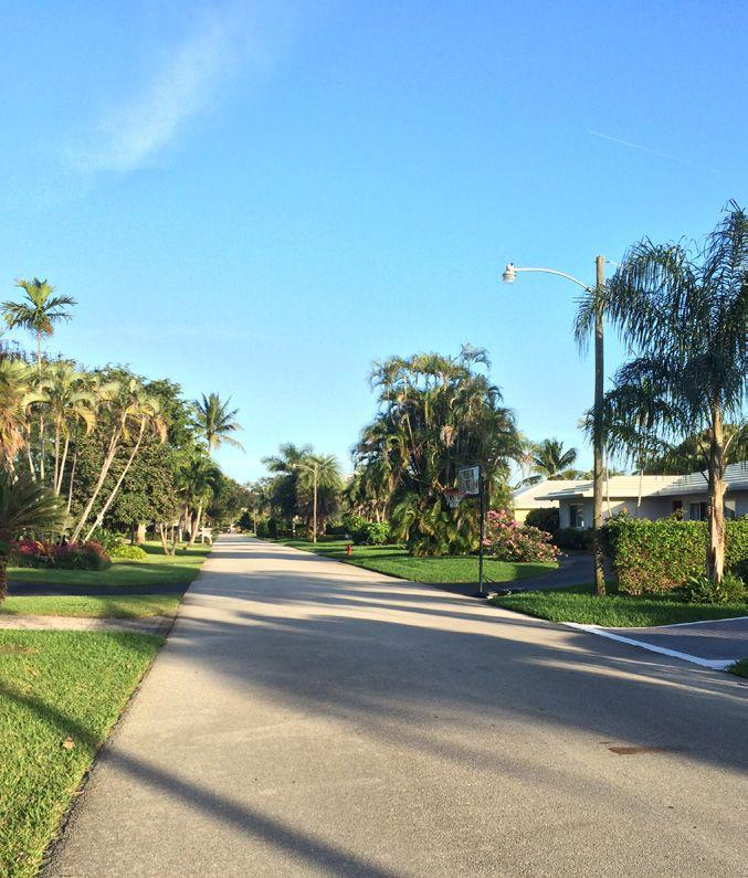 It is bounded by Federal Highway (US 1) to the west, Oakland Park Boulevard to the