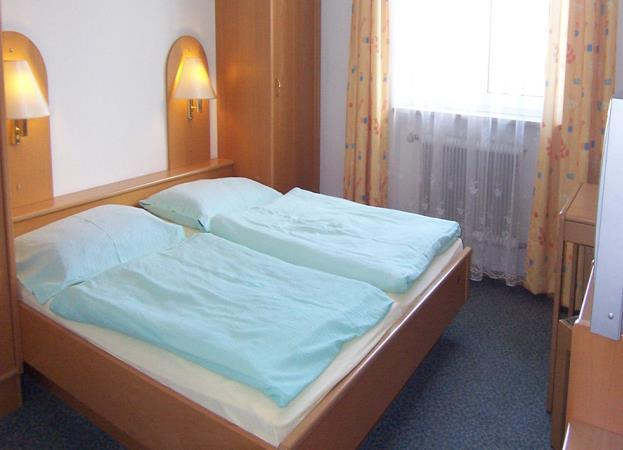 availability Type of Accommodation Hotel Muhlthaler, Kuchl (Rooms sleep 2,3 or 4) 25 minute