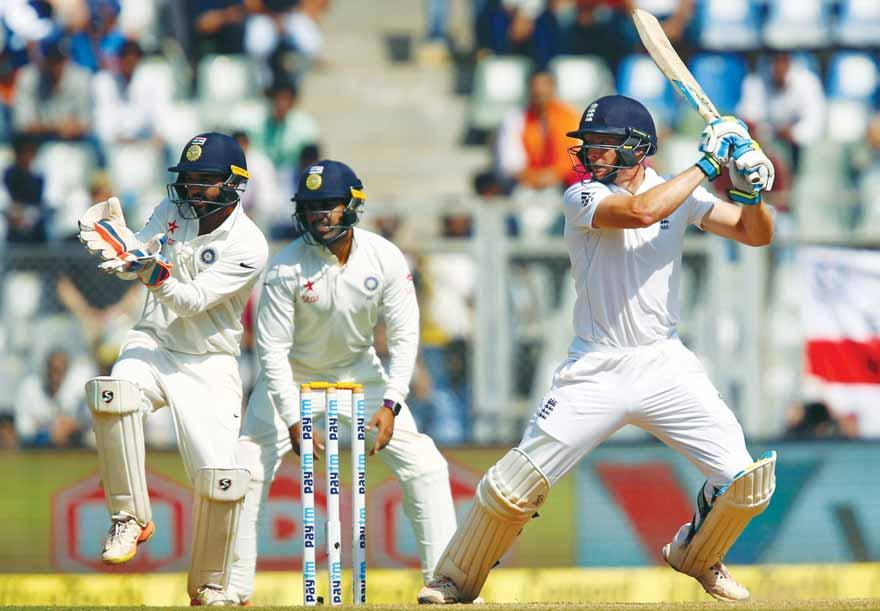 2 Gulf Times CRICKET MUMBAI TEST India make strong start in reply to England s 400 India reach 146-1 at stumps * Ashwin takes six wickets for 112 runs SPOTLIGHT Reiffel suffering from concussion, to