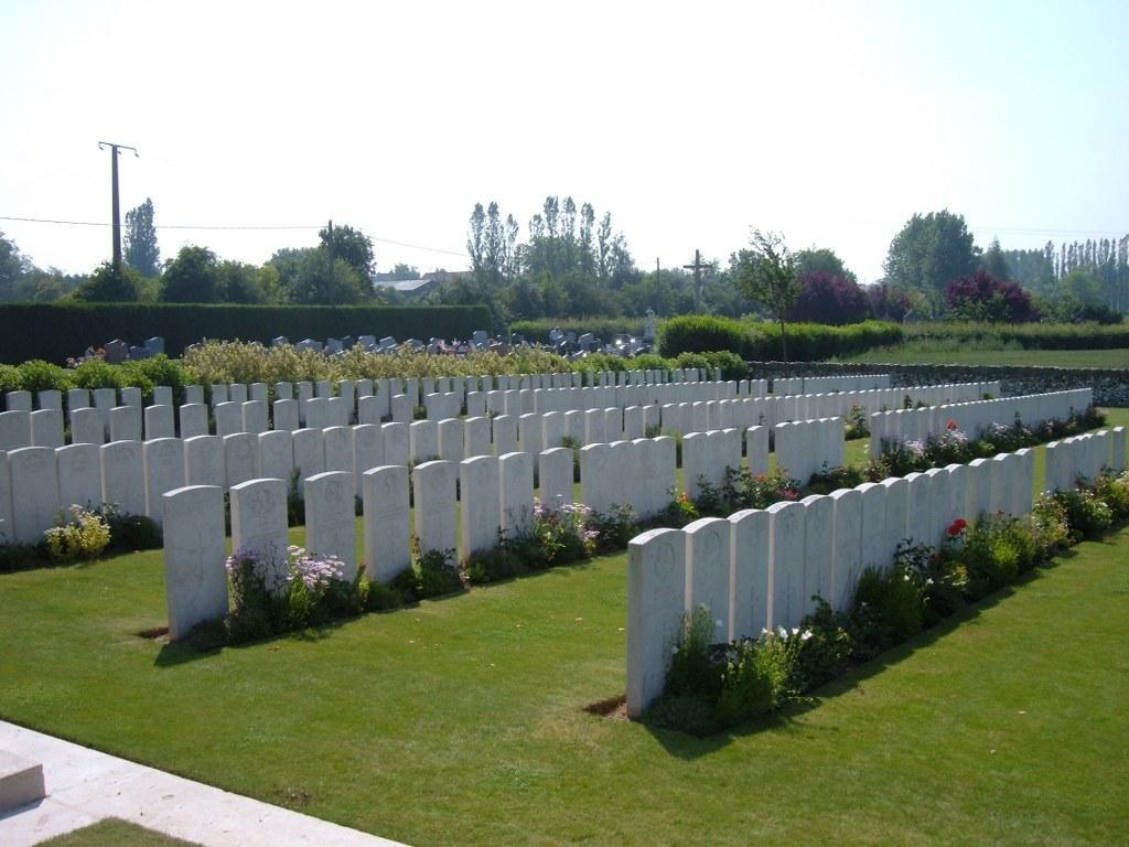 There are now nearly 300, 1914-18 war casualties commemorated in this site.
