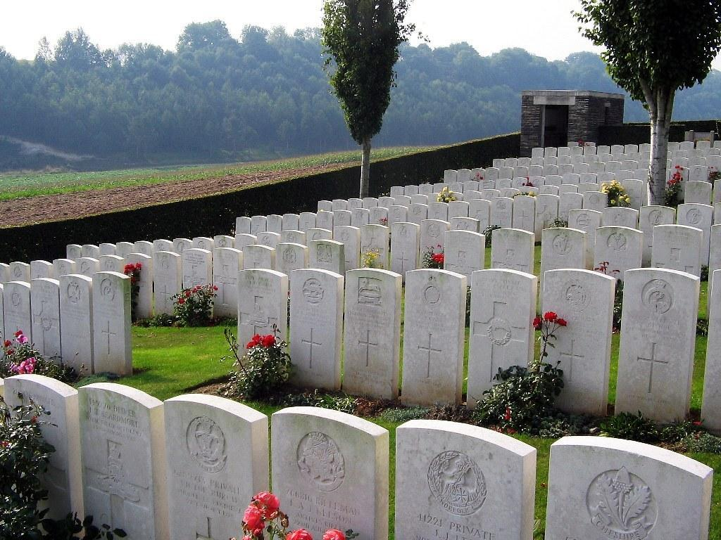 (TB) Bagneux British Cemetery, Gezaincourt Gezaincourt Departement de la Somme Picardie, France On May 5 th 1918 the 1 st Battalion took up their positions in front of Gommecourt Wood (a quiet
