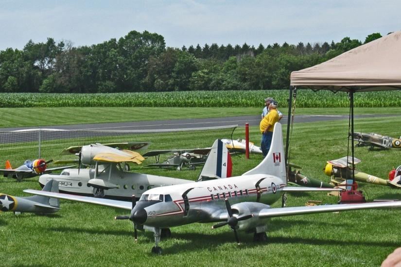 "Carl Bachhuber s Planes at Fox Valley Joe Bartek Last year, Carl brought a between the wars flying boat in Marine Corps livery, a Sikorsky S-43 JRS-1 ""Baby Clipper"" from 1935, besides the"