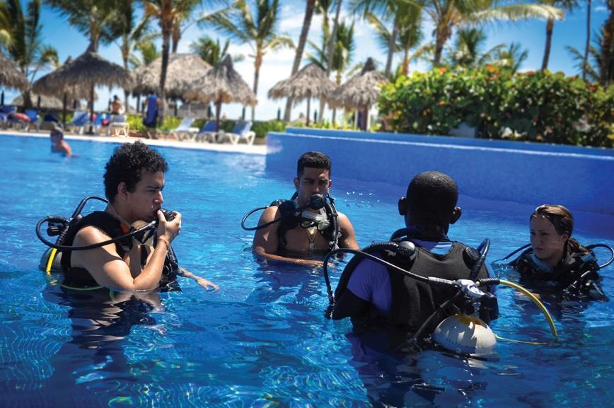 Diving test (Free) This is a complementary activity for those who want to try diving without getting out of the hotel; the diving test is the