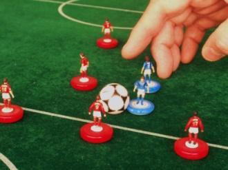 If back is claimed by the offended player the referee shall reposition all affected playing figures and/or the ball to their previous positions.