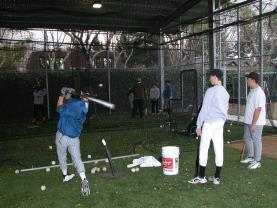 HITTING PRACTICE DRILLS 1. Single Tee Coach kneels or sits to the side and places balls on T for players to hit. This drill can be done in batting cage or against a soft toss net or screen.