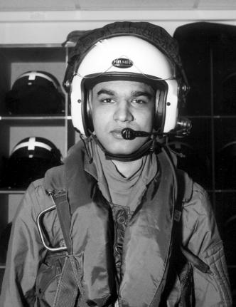 AIR EXPERIENCE FLIGHTS Fig 3-5 Headset and Helmet 24. The radio will normally be set up for operation from either seat.