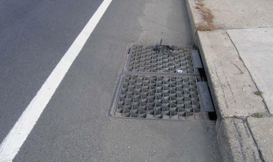 DRAINAGE CONSIDERATIONS WITH CURBSIDE BIKE LANES Useable width of