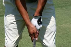 The club should run diagonally from the palm to the index finger Close the left hand making sure that 2 knuckles are visible The left thumb should be on top of the shaft, slightly to the right of