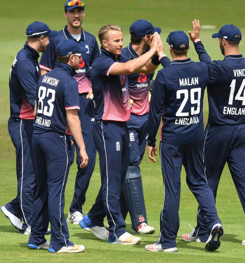 County Crick et Club HOSPITALITY PACKAGES ENGLAND LIONS AT THE 3aaa COUNTY GROUND Young and up-coming stars of England cricket take on India A and West Indies A at The 3aaa County Ground.