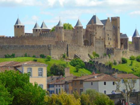 Day 3 (or day 4) : FROM CASTELNAUDARY TO CARCASSONNE You set off along the banks of the Grand Bassin de Castelnaudary, a small lake at the foot of the town.