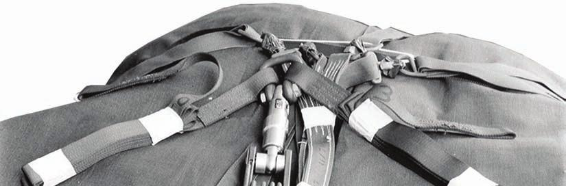 Chapter 3 3 4 4.. 3. 4. Tie a chemical light to the type IV connector link with type I, /4-inch cotton webbing.