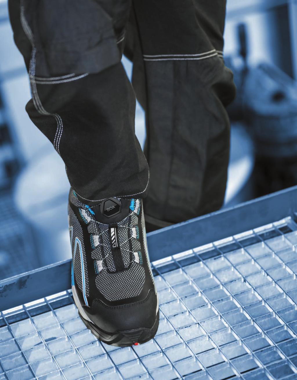11 TECH MOVES US Dutch designed, EVOKE shoes feature our prestigious Walkline Evo system, including Tunnelsystem and Flexlines.