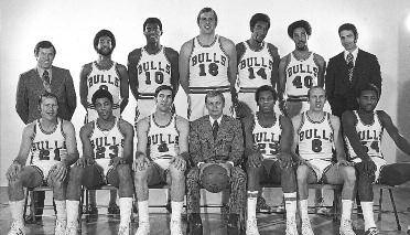 1971-1972 CHICAGO BULLS Left to right: (front row): Jim King, Jackie Dinkins, Jerry Sloan, Trainer Bob Biel, Chet Walker, Bob Weiss, Howard Porter.
