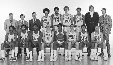 1972-1973 CHICAGO BULLS Left to right: (front row): Norm Van Lier, Gar Heard, Howard Porter, Bob Weiss, Bob Love, Jerry Sloan, Frank Russell, Jim King.