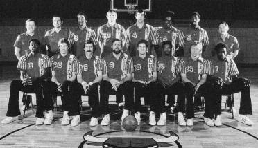 1975-1976 CHICAGO BULLS Left to right: (front row): Bob Love, Eric Fernsten, Steve Patterson, Tom Boerwinkle, John Block, Mickey Johnson, Jack Marin, Cliff Pondexter.
