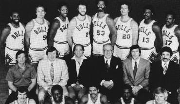1979-1980 CHICAGO BULLS Left to right: (front row): Delmer Beshore, Sam Smith, Reggie Theus, Ricky Sobers, John Mengelt.