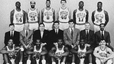 1987-1988 CHICAGO BULLS Left to right: (front row): Scottie Pippen, Rory Sparrow, Sedale Threatt, Michael Jordan, John Paxson.