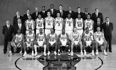 2002-2003 CHICAGO BULLS Left to right: (front row): Roger Mason, Jr., Jalen Rose, Trenton Hassell, Jay Williams, Jamal Crawford, Fred Hoiberg, Eddie Robinson, Rick Brunson.