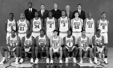 2003-2004 CHICAGO BULLS Left to right: (front row): Scottie Pippen, Ronald Dupree, Kendall Gill, Kirk Hinrich, Jamal Crawford, Jannero Pargo, Eddie Robinson.