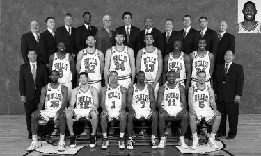 2008-2009 CHICAGO BULLS Left to right: (front row): John Salmons, Kirk Hinrich, Derrick Rose, Ben Gordon, Lindsey Hunter, Anthony Roberson.