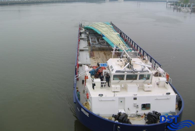 560 kw + 240 kw bow thruster 2.4 Special Cargo Transport There are various vessel types available for special transport of heavy or voluminous cargo.