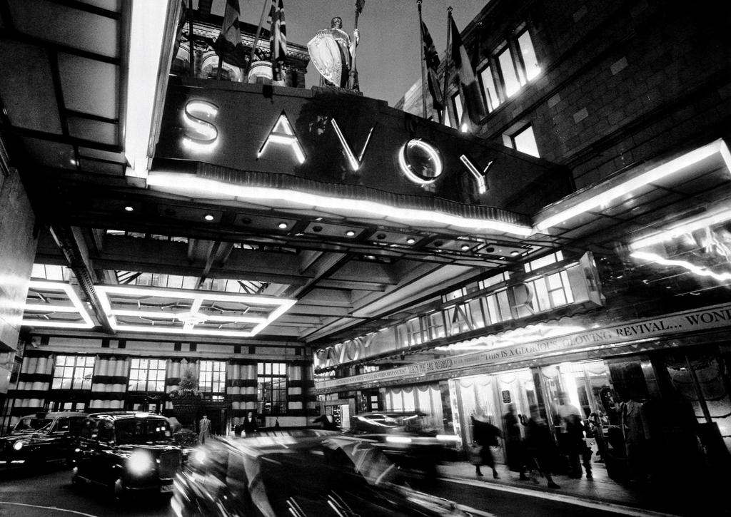 Wimbledon London Hotel Options Wimbledon JULY 2016 Savoy 5* To stay at The Savoy is to follow in the footsteps of Sir Winston Churchill, Frank Sinatra, Maria Callas, Claude Monet and Katharine