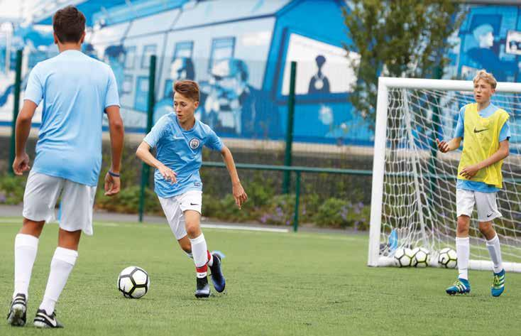CITY FOOTBALL LANGUAGE SCHOOL LEARN ENGLISH PLAYING