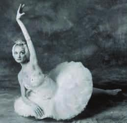 THE HISTORY OF SWAN LAKE The first of two memorial concerts for Tchaikovsky in February 1884 showcased Ivanov s choreography for a new second act (although, at this time, it was described as the