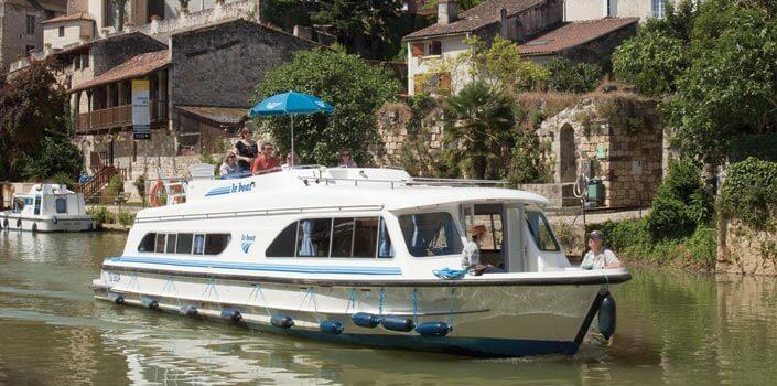 Aquitaine Boating Holidays and canal trips in Aquitaine The scenery in the south of France has inspired artists for centuries.