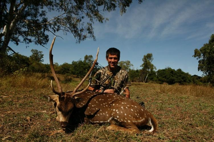 Being a bowhunter, is always difficult Mark saw many stags, on the eleventh-hour an opportunity presented itself.