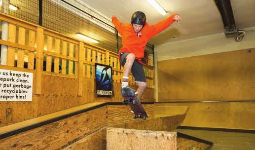 Skatepark SKATEBOARD FUNDAMENTALS 1 (6-12 years) Build confidence learning the sport of skateboarding. Master the basics of balance, pushing, cruising and then try out a trick or two!