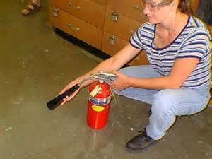 Small, Open Fire If you have a small fire which is not in a container, move away from the fire and call for help. Your instructor or lab assistant will use a fire extinguisher to put out the fire.