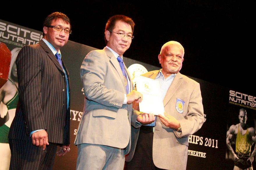 Rano Izhar  Presented the WBPF Certificate of Merit