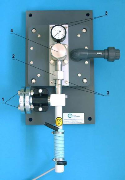 Quickly open and close the inlet of chlorine gas to the vacuum regulator. By means of ammonia check chlorine leakage.