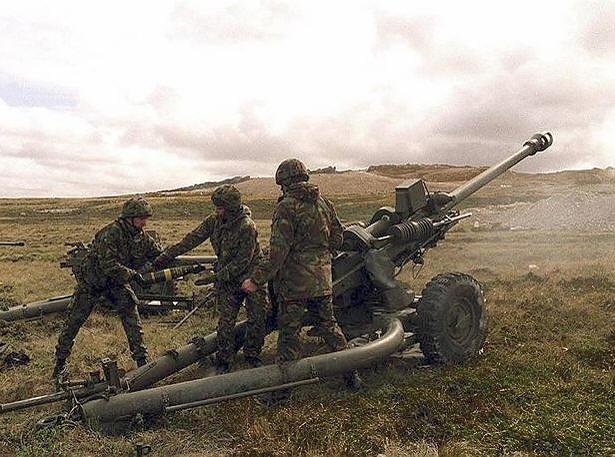 "Anti-Aircraft Weapons Weapon Range RoF AT HE Medium machine gun (MMG) 30""AA 2 Heavy machine gun (HMG) 36""AA 2 1 RPG 24""AA 1 4 H 2 Light Anti-Aircraft Gun 24""AA 2 3 2 Medium Anti-Aircraft Gun 36""AA 1"