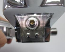WARNING: Protect against crossed lines at the 2 Cylinder Mobile Cart regulator assembly.