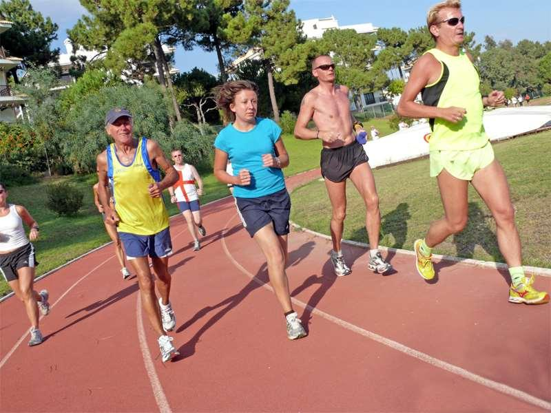 There may be different starting points depending on your running background: Established runners can build up the long run at the start of their training block and gradually increase the speed of the
