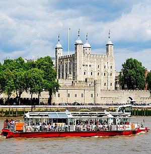 DAY 3 Tuesday, 16 April 2019 LONDON CITY TOUR Take an introductory tour of London on our private bus and on foot. We will see St.