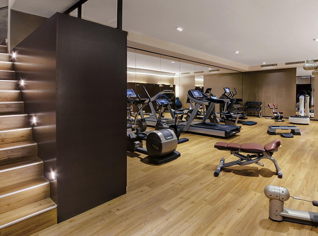 GYM The hotel s gym is equipped with treadmills, cyclists, bodystrengthening rope machines and a Power Plate for a short but intense workout.